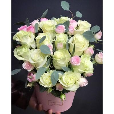 Бочонок из белых роз С заботой