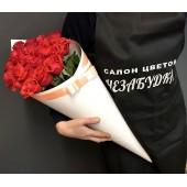 21 роза в белом конусе