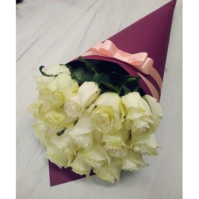 Конус с 15-ю розами