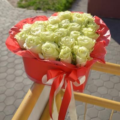 Цветочное сердце С Любовью (цвет роз на выбор)