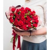 Букет Hot love из 19 кустовых роз