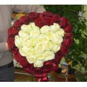 Букет 51 роза-сердце 60см Эквадор