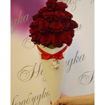 Белый конус 19 роз