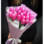 25 розовых тюльпанов в упаковке