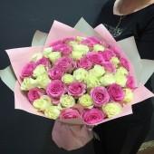 51 роза микс в упаковке