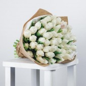 Букет 51 тюльпан в крафте