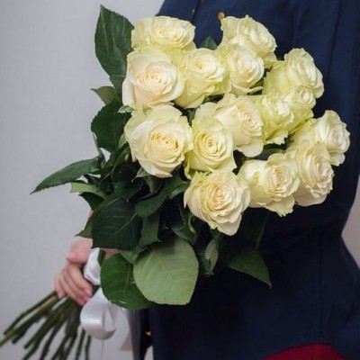 Букет из 15 белых роз 60 см Эквадор