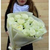 """Букет """"15 белых роз"""" в упаковке"""