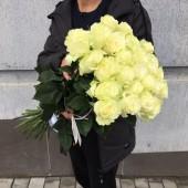 Букет из 25 белых роз 60 см Эквадор