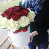 Цилиндр с 25 розами микс