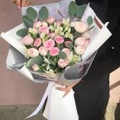 """Букет """"Волшебный сад""""  с пионовидными розами"""
